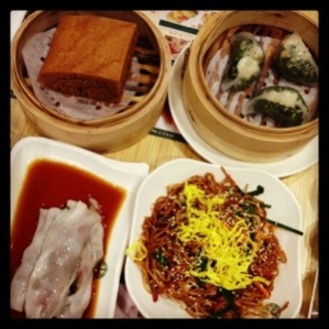 Steamed Egg Cake, Spinach Dumpling, Fried Noodle, Vermicelli Roll with Pig's Liver