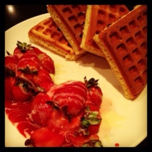 草莓冰淇淋鬆餅 (Waffle with Strawberry & Ice-Cream)