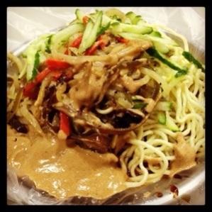 麻油凉面 (Chilled Noodles with Sesame Sauce)