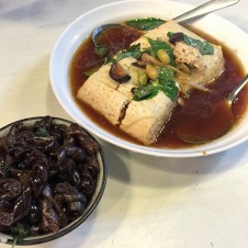 現蒸臭豆腐 Freshly-steamed Smelly Tofu