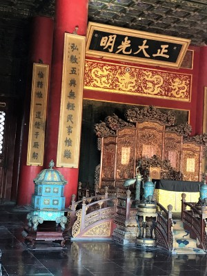 The banner made famous by drama serials where 雍正皇帝 Emperor Yongzheng ordered the stealing of the edict hidden behind (when he was a prince) and changed it to his name so that he could succeed as emperor