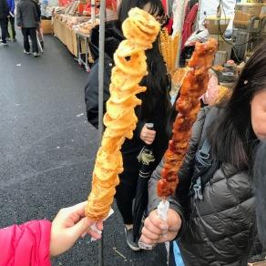 회오리 감자 (Hweori Gamja) Tornado Potato 炸薯片 and 닭꼬치 (Dakkochi) Spicy Chicken Skewer 烤雞肉串